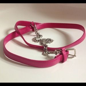💕Skinny hot pink belt with attached chain 💕