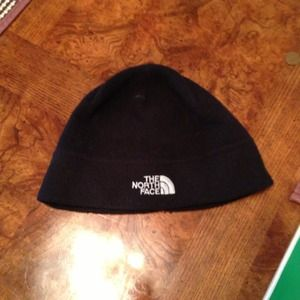 Black north face hat