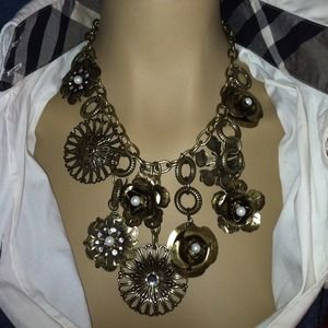 Jewelry - Fantastic Chunky Silver Medal Charm Necklace.