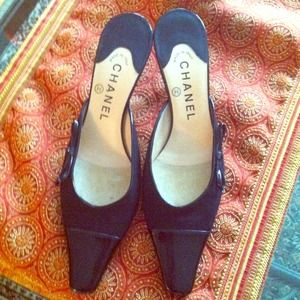 ReducedAuthentic Chanel Bow detail Kitten heels