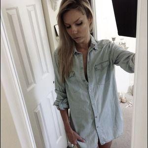 H&M Tops - Denim Chambray button down Shirt Top