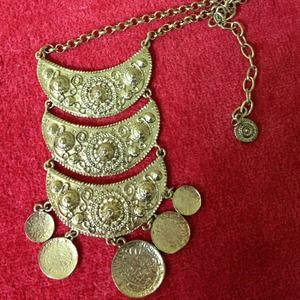 Jewelry - Accent necklace