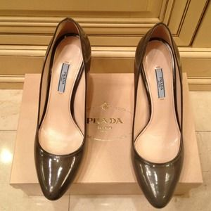 Prada Fumo Patent Leather Pumps 10 NWT