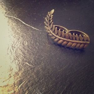 Urban Outfitters two-finger fern ring