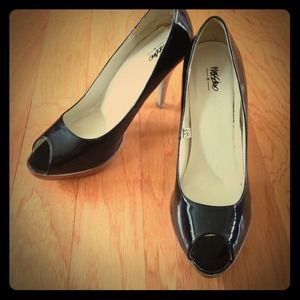 Patent leather Black peep toe heels