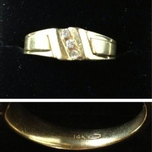 Accessories - Men's 14K Yellow Gold Diamond Ring...