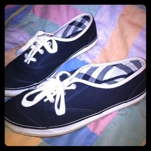 Navy blue tennis shoes