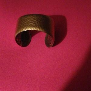 SALE GOLD TONE CUFF BRACELET. SUPER CUTE💞