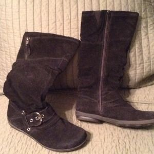 White Mountain black suede boots size 6