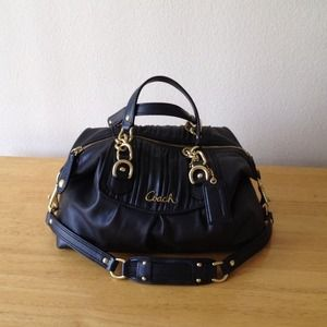 Coach Handbags - Black coach bag w gold hardware