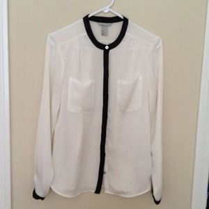 H&M Tops - SOLD White w black trim blouse