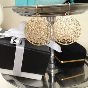 Jewelry - SOLD Circle earrings in faux gold
