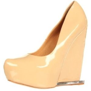 ⭕n Hold L.A.M.B. Dorothee Wedge Pump