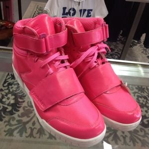 72827561 NEW HOT PINK! Reebok high tops🎀reduced! NWT