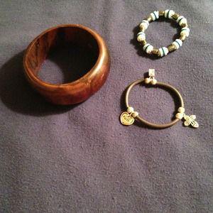 Jewelry - Lot of bracelets