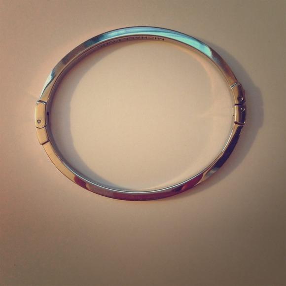arrives to buy uk store Lovely Michael Kors bracelet with fake diamonds!