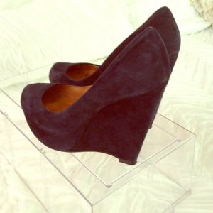 Lamb wedges!! They belong to a trendy chic!!