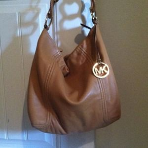 Michael Kors Bags - 🌀REDUCED Michael Kors camel leather hobo purse 4f30593bf4