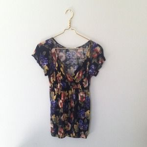 UO floral V-Neck Top