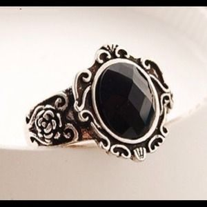 Unique vintage ring finger