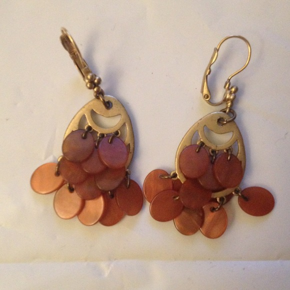 Jewelry - Vintage style caramel and faux gold earrings
