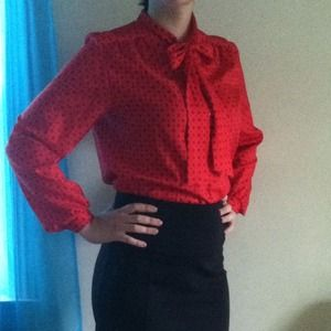 Tops - 💢SOLD💢Gorgeous vintage red blouse size L ❤