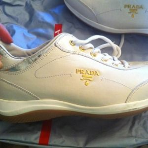 host picAuthentic  prada