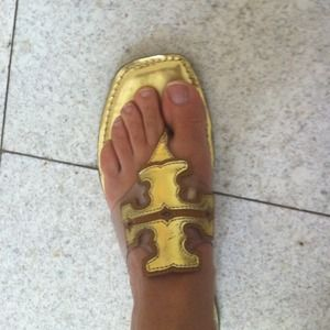 ❤On hold❤Authentic tory burch gold flip flops