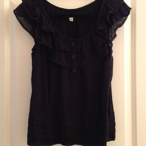 Pretty ruffled sleeveless odille top