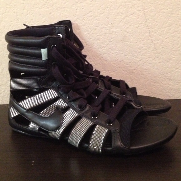 d3aa687a7c8 Nike Gladiator Sandals. M 51aeba3f6fff257e40001fe7