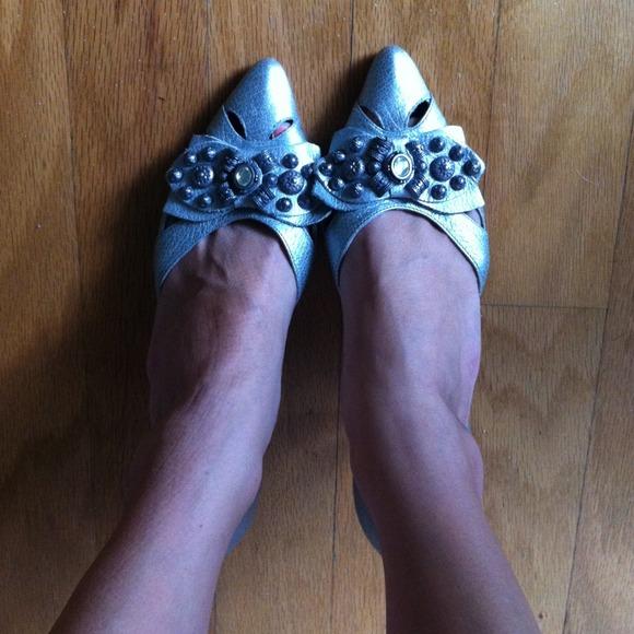 Matisse Shoes - Matisse silver pointy kitten heels