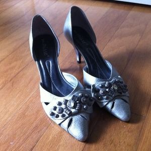 Matisse Shoes - Matisse silver pointy kitten heels