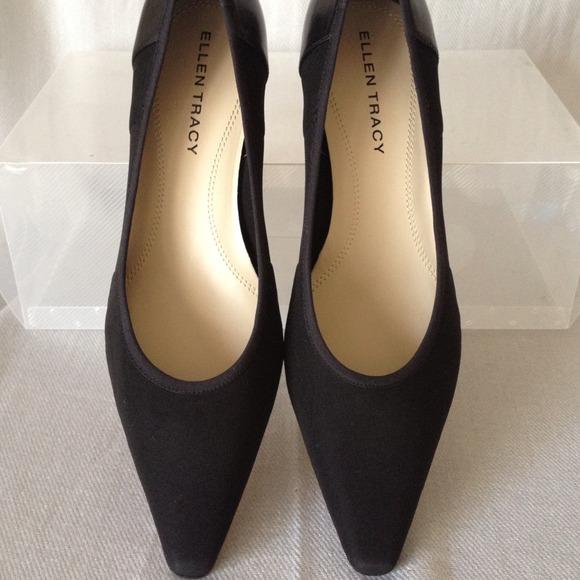 25857e54f4e3 Ellen Tracy Shoes - NWOB Ellen Tracy Simple Low Heel Stretch Pump