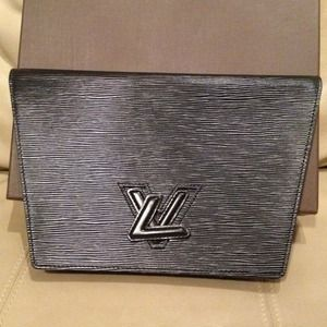 AUTHENTIC EPI LOUIS VUITTON CLUTCH
