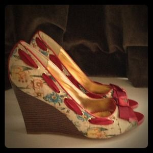 Anne Michelle floral peep toe wedges