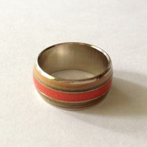 Mood ring with red enamel stripe