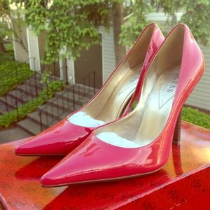 """🚫SOLD🚫Guess """"Carrie"""" Pumps"""