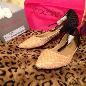 NIB Shoedazzle size 7 Clodagh flat shoes