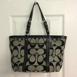 🔴SOLD🔴 Coach black print logo purse