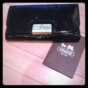 Authentic Coach wallet⭐great gift idea 🎁