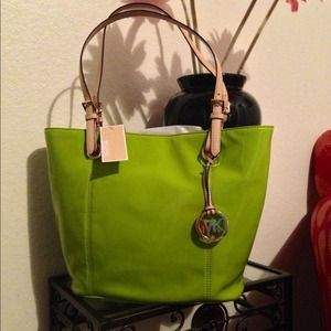 Michael Kors 💚lime💚 jet set tote NWT
