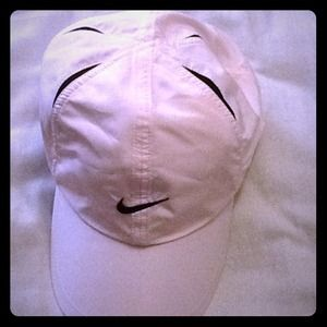 Light pink Nike DriFit hat