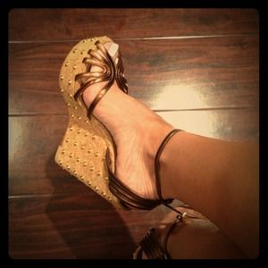 Just sharing my new wedges by Gucci!!;)))