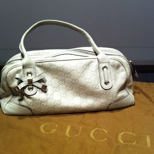 Host PickAuth Gucci white leather handbag