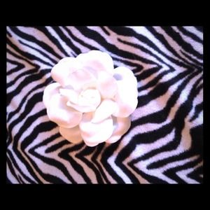  White flower hair clip and lapel pin! 