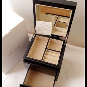 red envelope  Jewelry - 💎Sale💎Red Envelop Women's Tower Jewelry Box