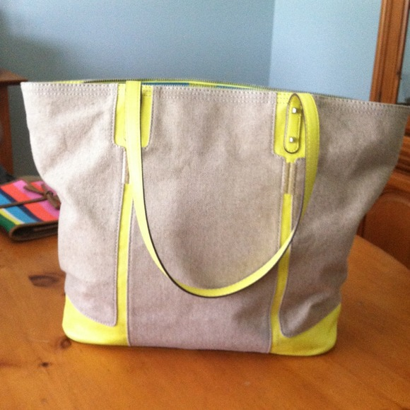 Handbags - Stella and dot classic tote