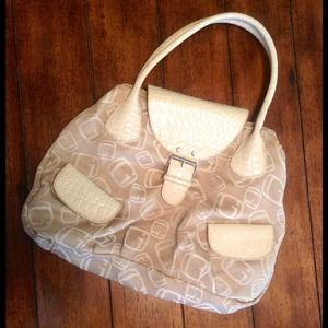 Handbags - ✨Classy Faux Guess Tote✨Bundled