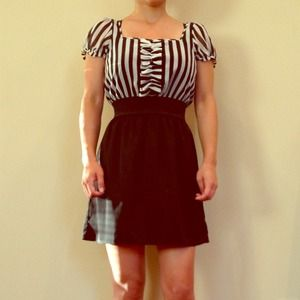 Dresses & Skirts - Puff sleeve striped dress