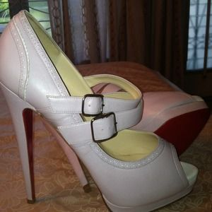 Never worn pair of Christian louboutin peep toe